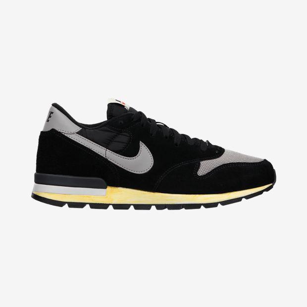 Nike-Air-Epic-Vintage-Mens-Shoe-532469_010_A.jpg