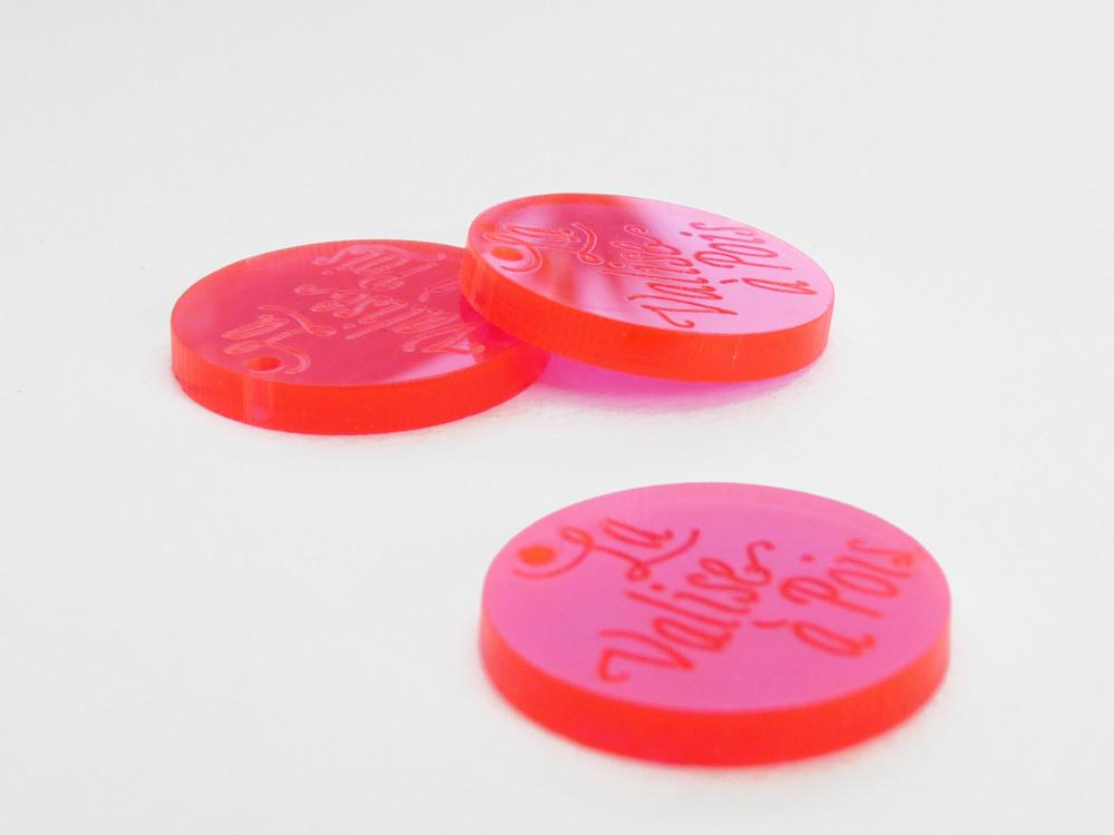 Pampille - Plaque - Etiquette - Tag en plexi plexiglas gravé avec logo de la marque / sur-mesure