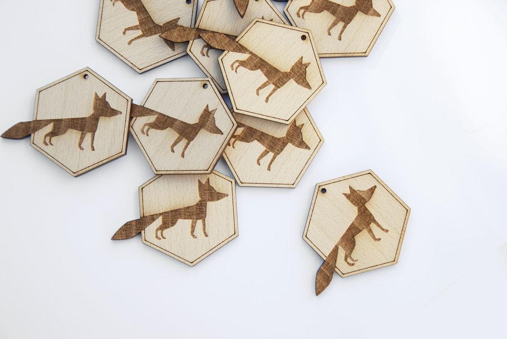 Dessin-motif en bois gravé - sur-mesure - pour fabrication broche