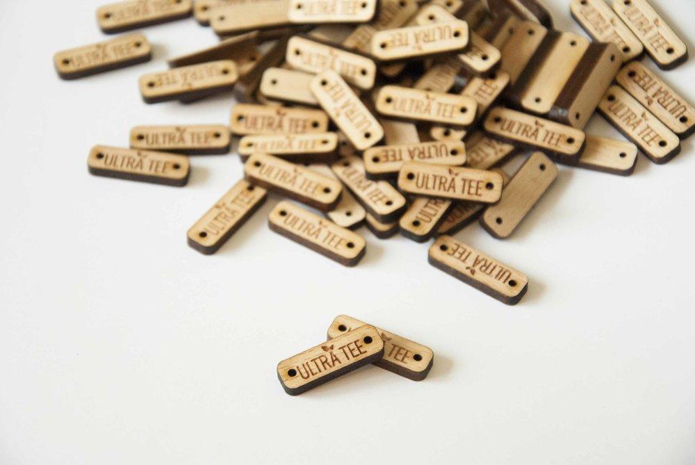 Pampille - tag - plaque - étiquette / logo - marque - texte / gravé - personnalisé / bois - plexi