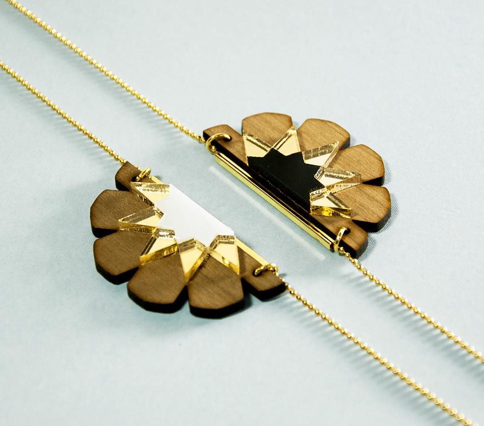 """bijou bijoux - collier sautoir - plexi bois - """"made in france"""" fabriqué en France - assemblé à la main - créateur - noir blanc"""