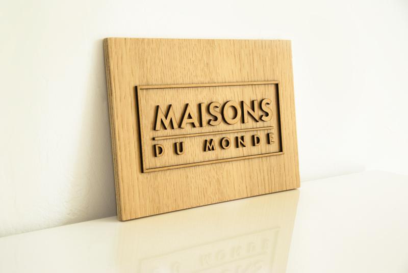 Plaque logo personnalisée en bois