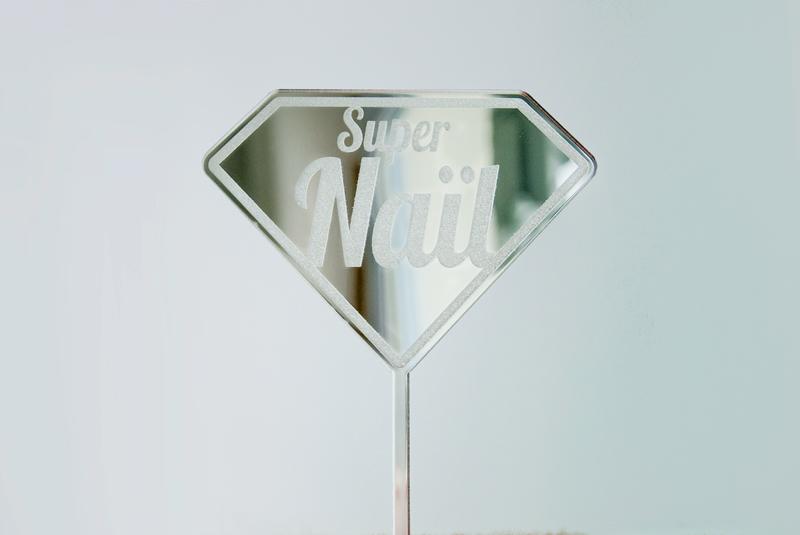 Cake topper sur-mesure en plexiglas argenté miroir