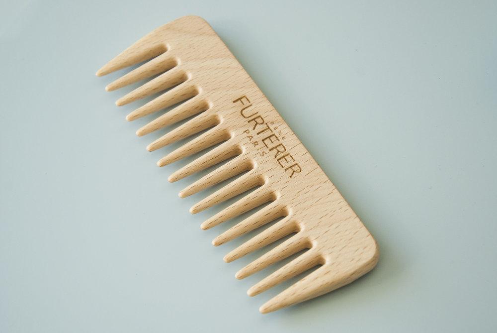 Peigne en bois gravé avec logo et prénom