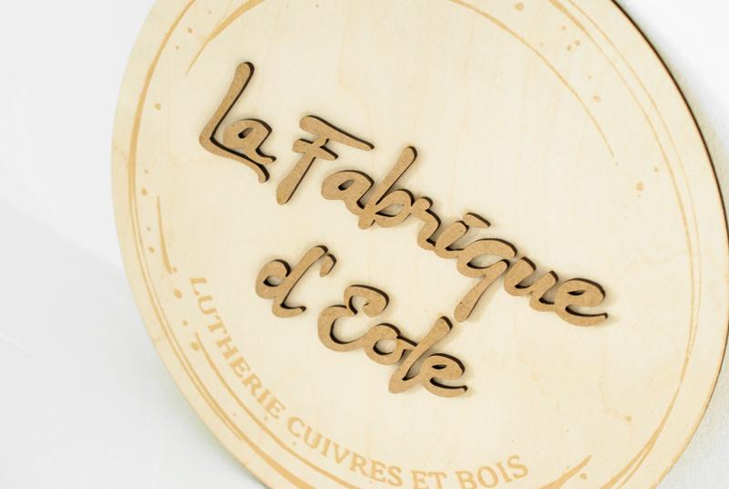 Logo en bois fabriqué sur-mesure en France