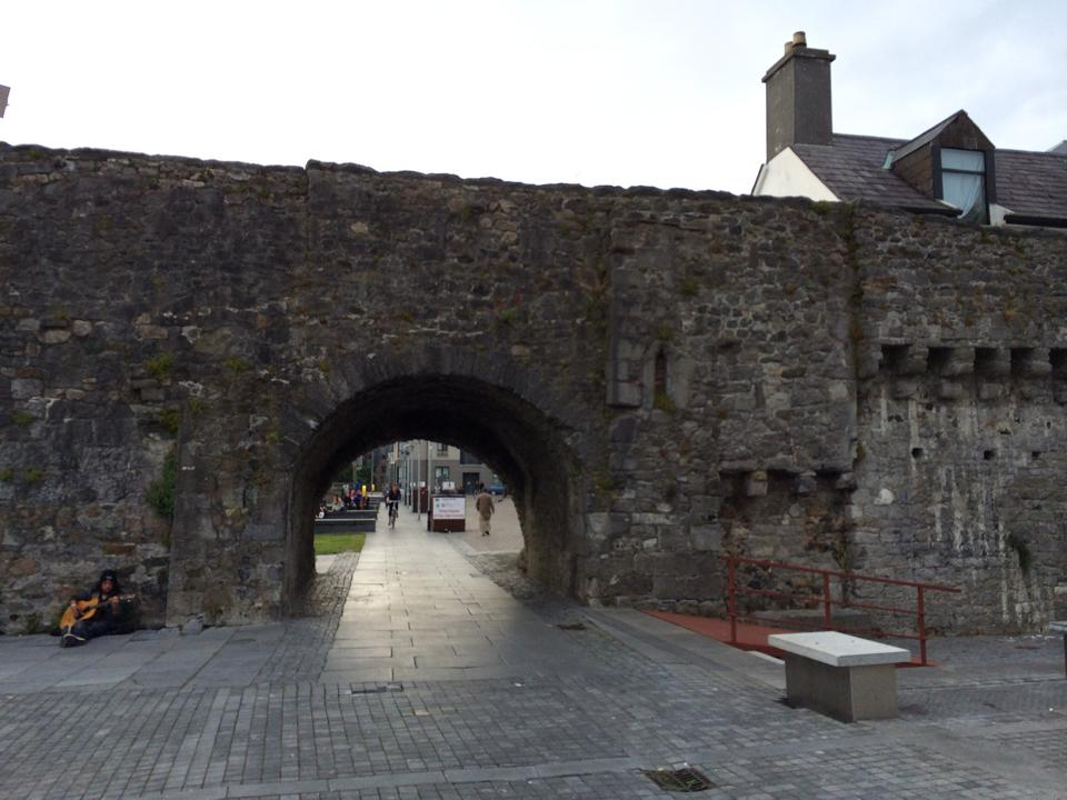 In Galway you will find the Spanish Arch it built in 1584   The arch is the remainder of a 16th century bastion, added to the town's walls to protect merchant ships from looting.