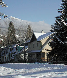 711 Miette Ave. in the spectacular Jasper winter.