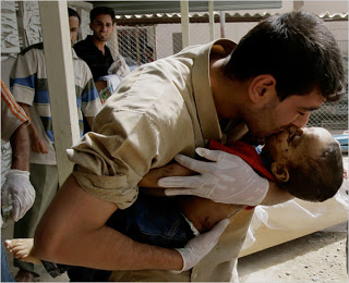 Man+kisses+his+son+after+bombing+in+Baghdad+Market+June+2008.jpg