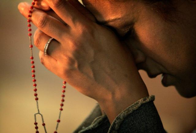 praying-the-rosaryimage.jpg