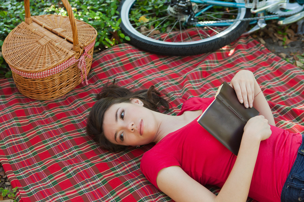 Woman_Relaxing_Picnic_Book.jpg