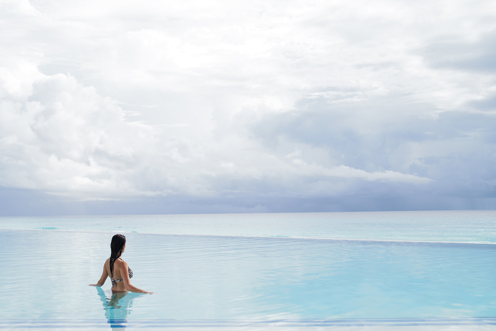 Woman_Infinity_Pool_Westin_Lagunamar_Cancun.jpg