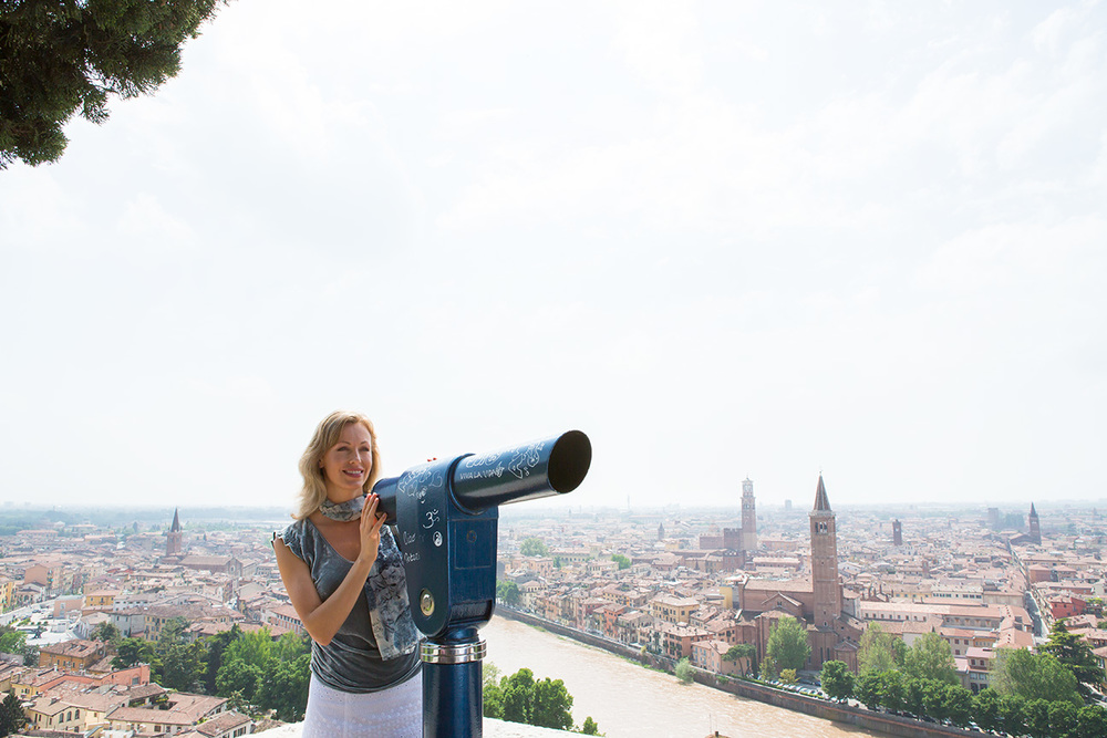 Woman_Viewfinder_View_Verona_Italy.jpg
