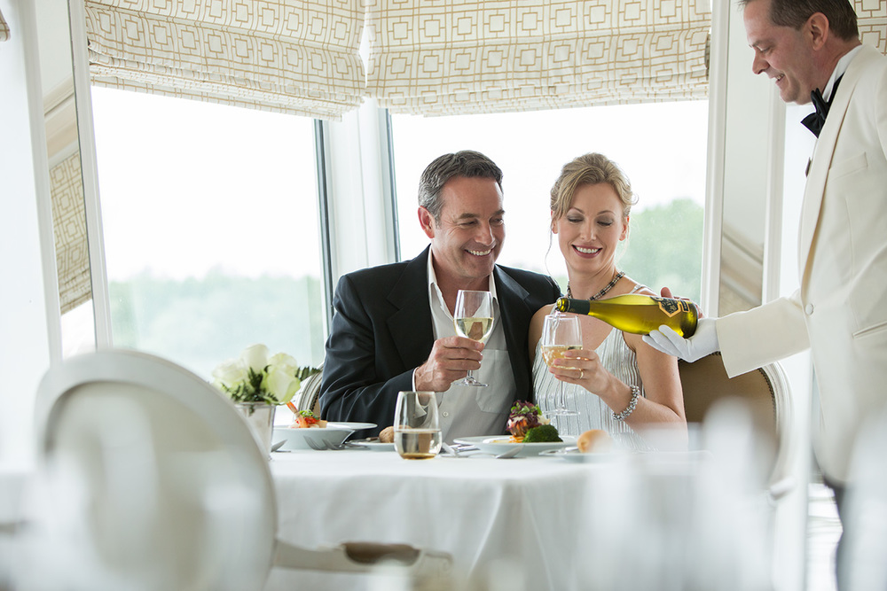 Couple_Dining_Luxury_River_Cruise_Ship.jpg