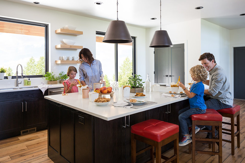Cabin_kitchen2_076-R.jpg