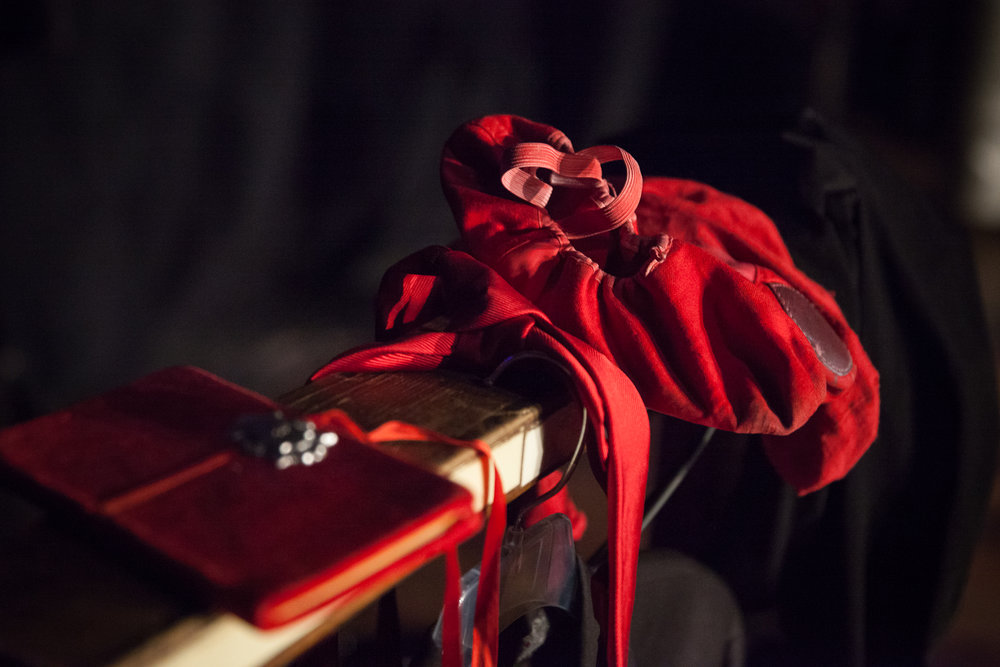 The red shoes of 3e étage.
