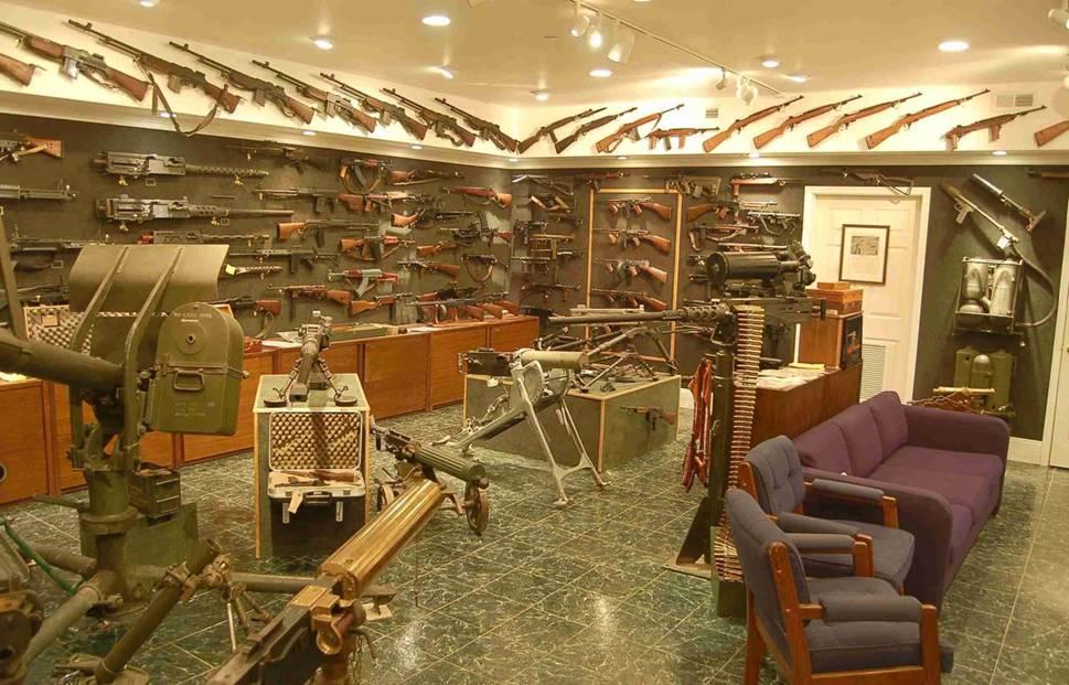 Charlton Heston GUNS (456C).jpg