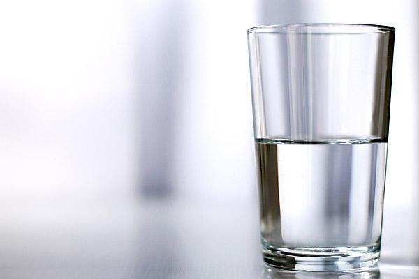 Half-empty glass (1181).jpg