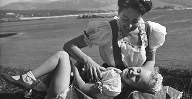 Joan Crawford Strangling (441D).jpg