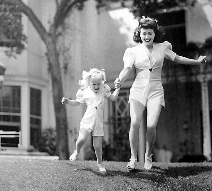 Joan Crawford Cliff (441I).jpg