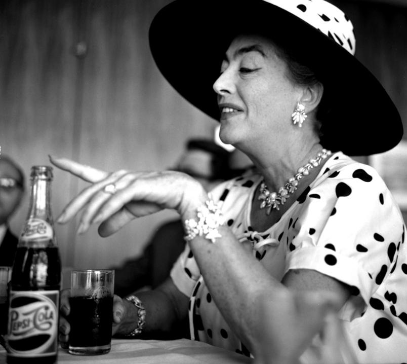 Joan Crawford Polka dots Pepsi.jpg