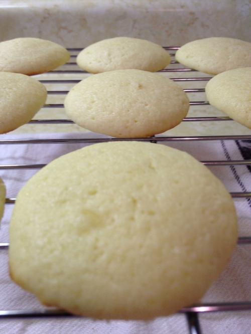 cooling lemon ricotta cookies