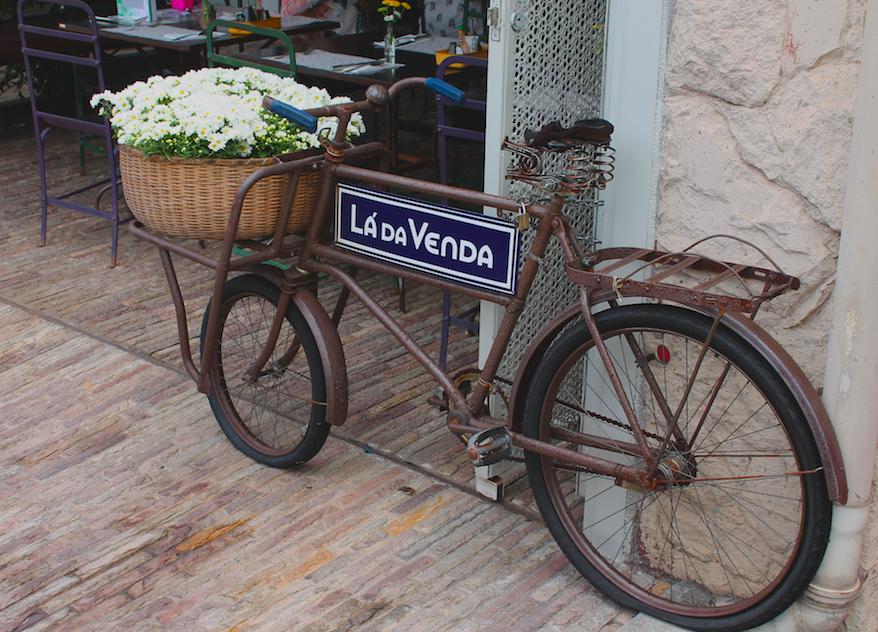 Domingo é o dia oficial de andar de bicicleta? Observamos que em algumas cidades no domingo, uma faixa da pista comum acaba virando ciclovia. Já tirou sua bike da garagem hoje?
