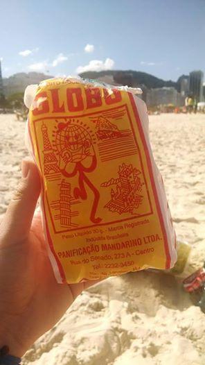 O biscoito Globo é o ícone do carioca. Quem nunca viu alguém vendo pelas praias do Rio de Janeiro? Existem outras praias brasileiras que possuem seus próprios produtos regionais?