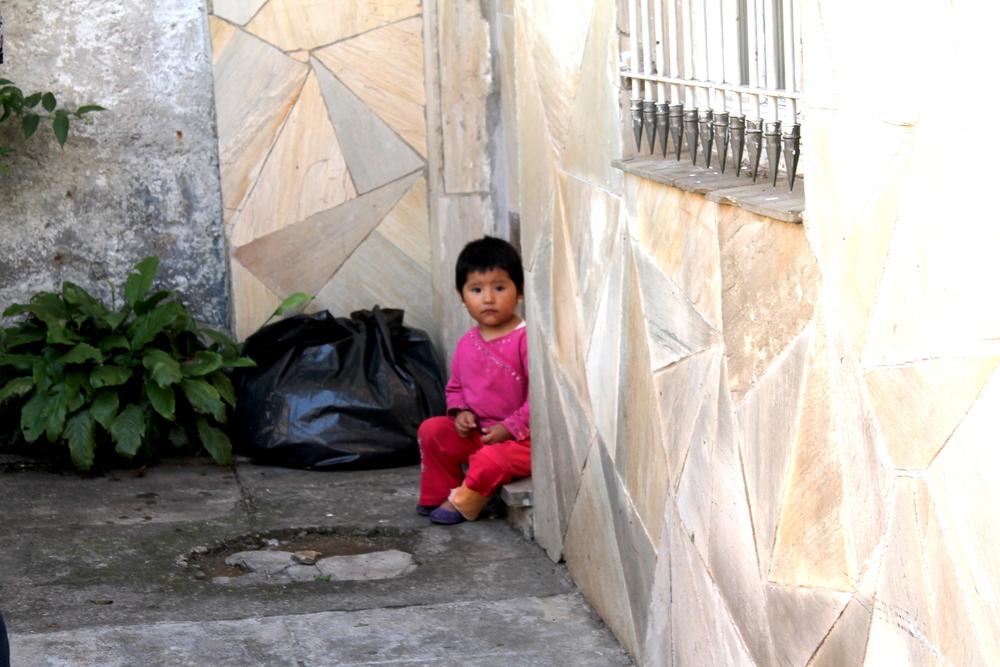 Atualmente na Grande São Paulo existe uma estimativa de que pode ter até 500 mil bolivianos vivendo e trabalhando. São eles que produzem as roupas que compramos em lojas de departamentos e shopping centers do Brasil inteiro, além de até serem exportadas para os Estados Unidos e a Europa. Por que ainda existe tanto preconceito, principalmente em São Paulo com os nossos vizinhos, que são tão talentosos?