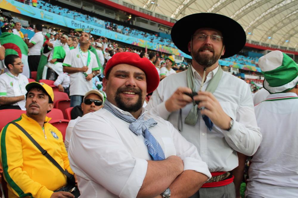 Durante os jogos da Copa do Mundo, no Estádio Beira Rio antes de ser torcedores, os torcedores são: gaúchos. Isso existe em algum outro estado do Brasil? Alguém viu as pessoas torcendo primeiro para o seu estado, antes de seu país?