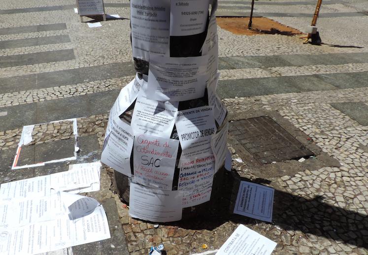 Uma das cenas mais comuns de SP são as pessoas procurando oportunidades de emprego pelos postes e paredes no bairro de República no Centro de SP. Existe outros partes da cidade que viraram um grande mural de avisos?