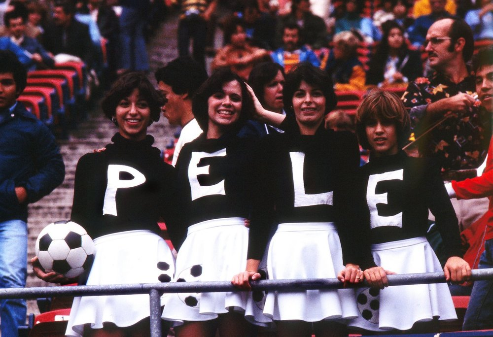pele_fans_cosmos_1977.jpg