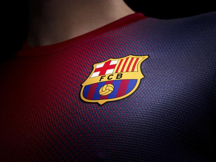 barcelona_home_jersey_crest_original.jpg