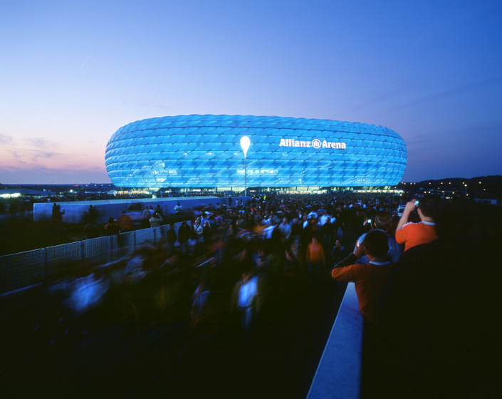 allianz arena -  chelsea colours .jpg