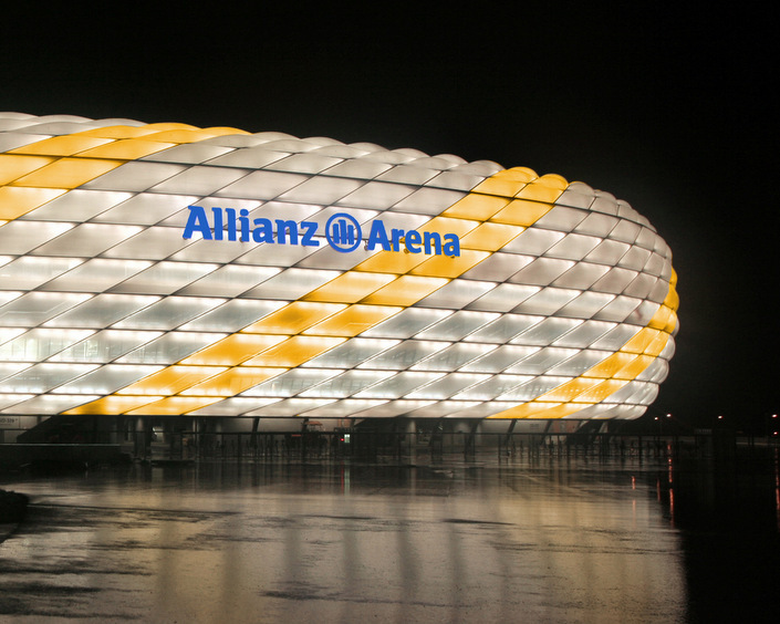 allianz arena - real madrid colours -001.jpg