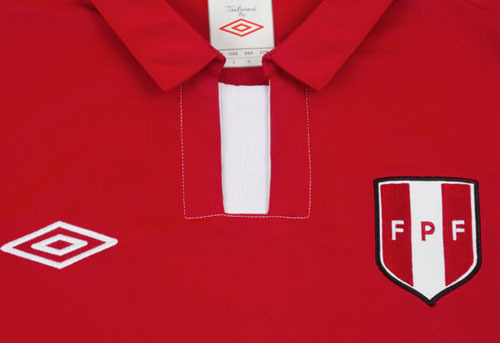 peru-2012-away-shirt-neck.jpg