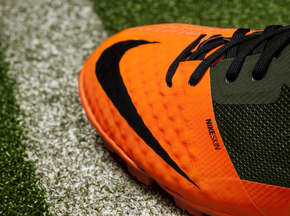 Nike_Bomba_Finale_II_Detail_Toe_original.jpg