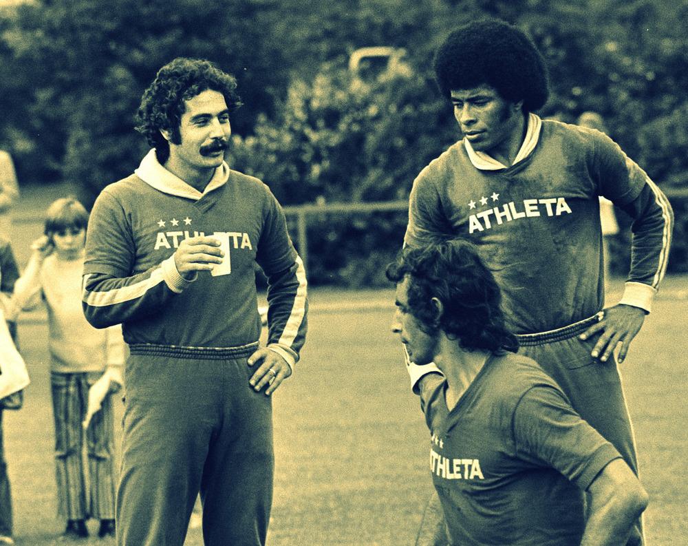 Valdomiro_Vaz_Franco,_Roberto_Rivelino,_Jairzinho_1974.jpg