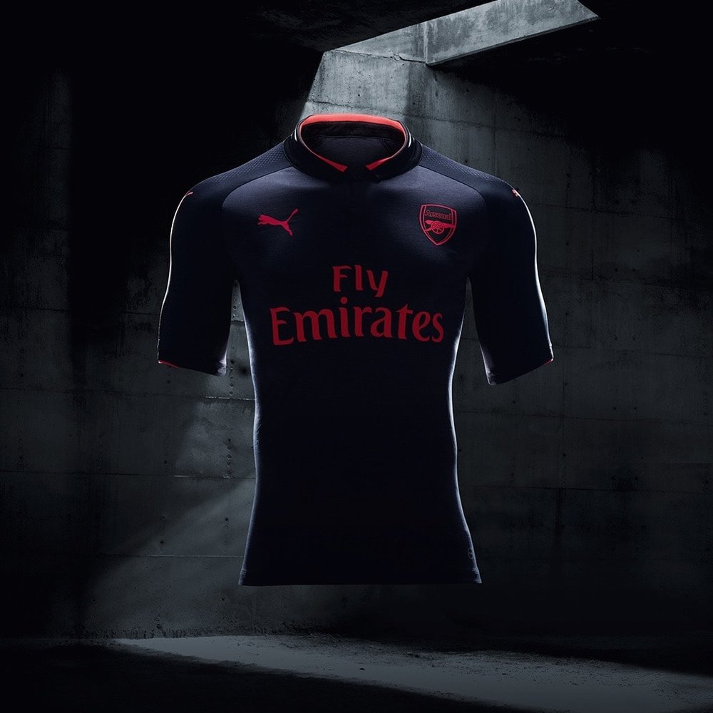 17AW_BTL_RETAIL_TS_Football_Step-Out_xShirt-Only-Arsenal-min.jpg