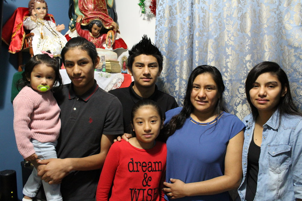 Anayeli, right, resides in the working-class neighborhood of Norwood in the North Bronx with her mother and four siblings. From left to right: Giselle, 1, Brayan, 16, Cesar, 17, Jocelyn, 10, and Adela Méndez. Kervy Robles for After the Final Whistle.