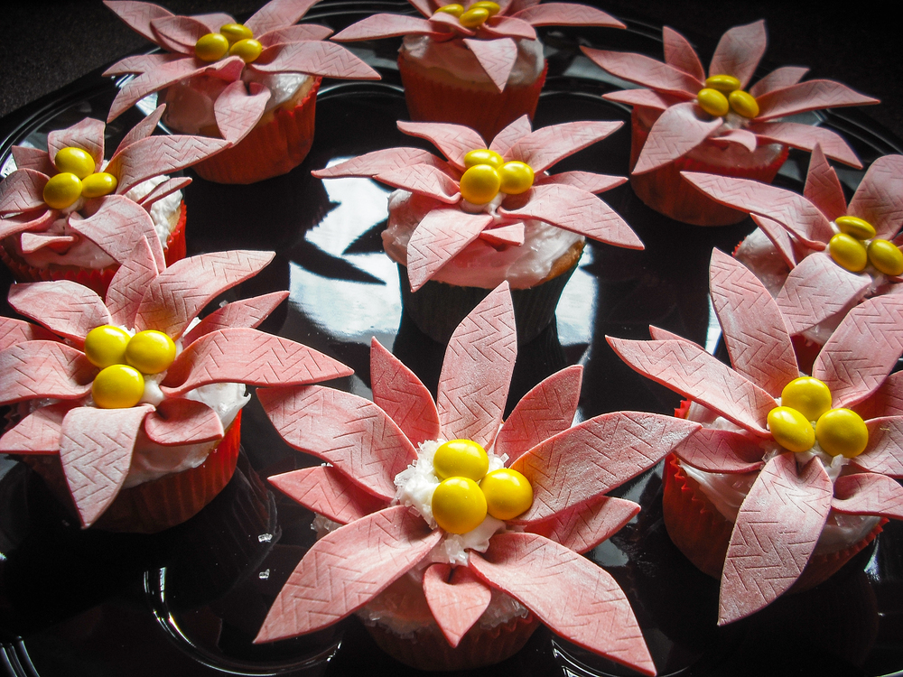 Poinsettias Flower Cupcakes
