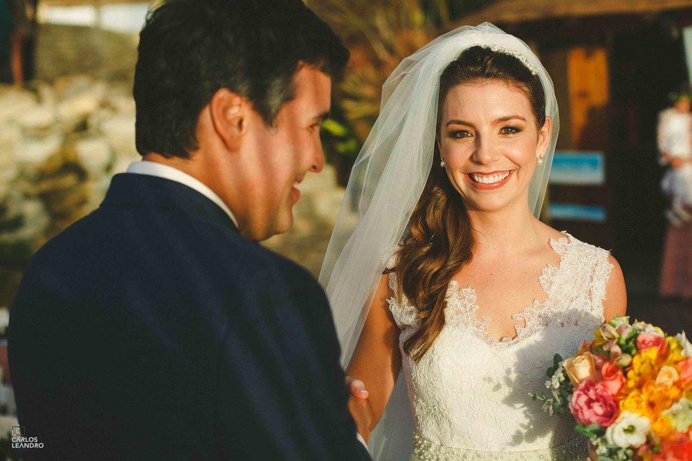 Olha quantas sombras no rosto do noivo