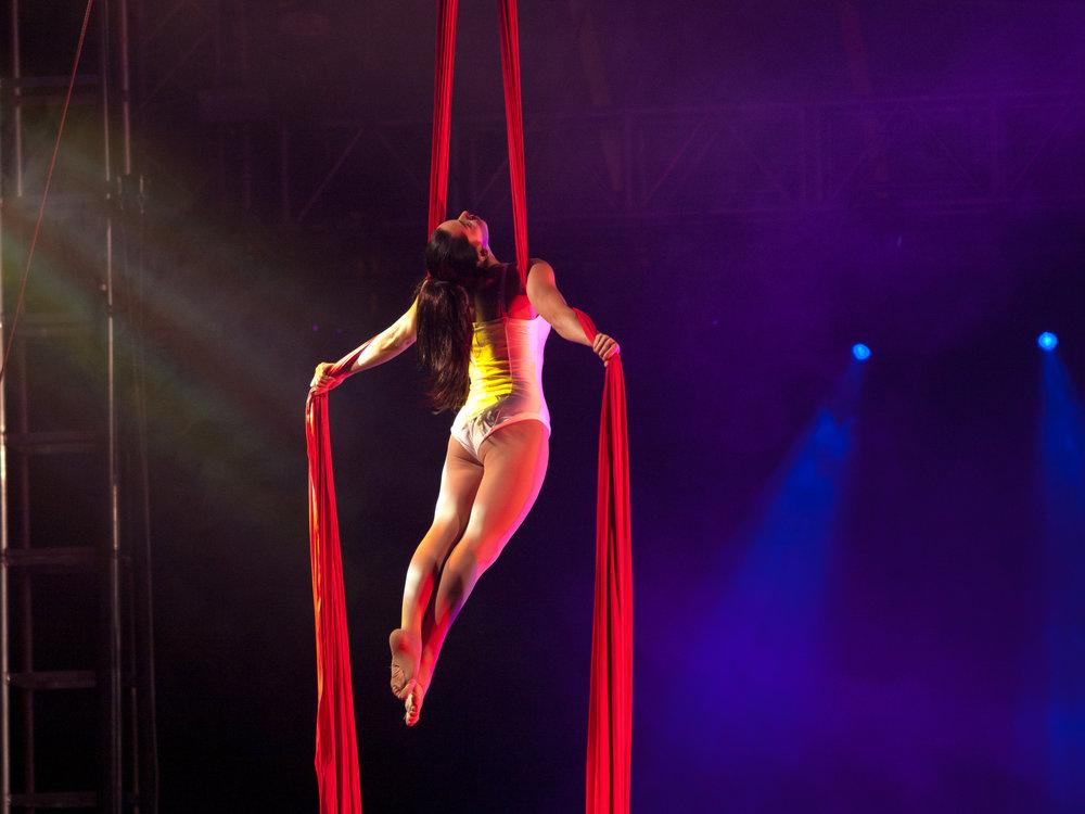 Leyla Rees aerial silks - Glastonbury Festival