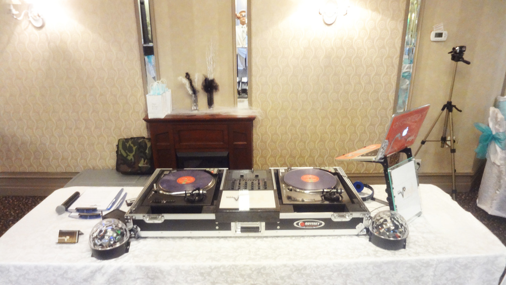 Dj Set up 2 Ella's Banquet Hall Del Vinyl Entertainment.jpg
