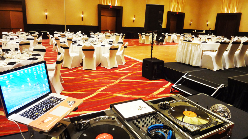 Del Vinyl Wedding Set Up Casino Rama.jpg