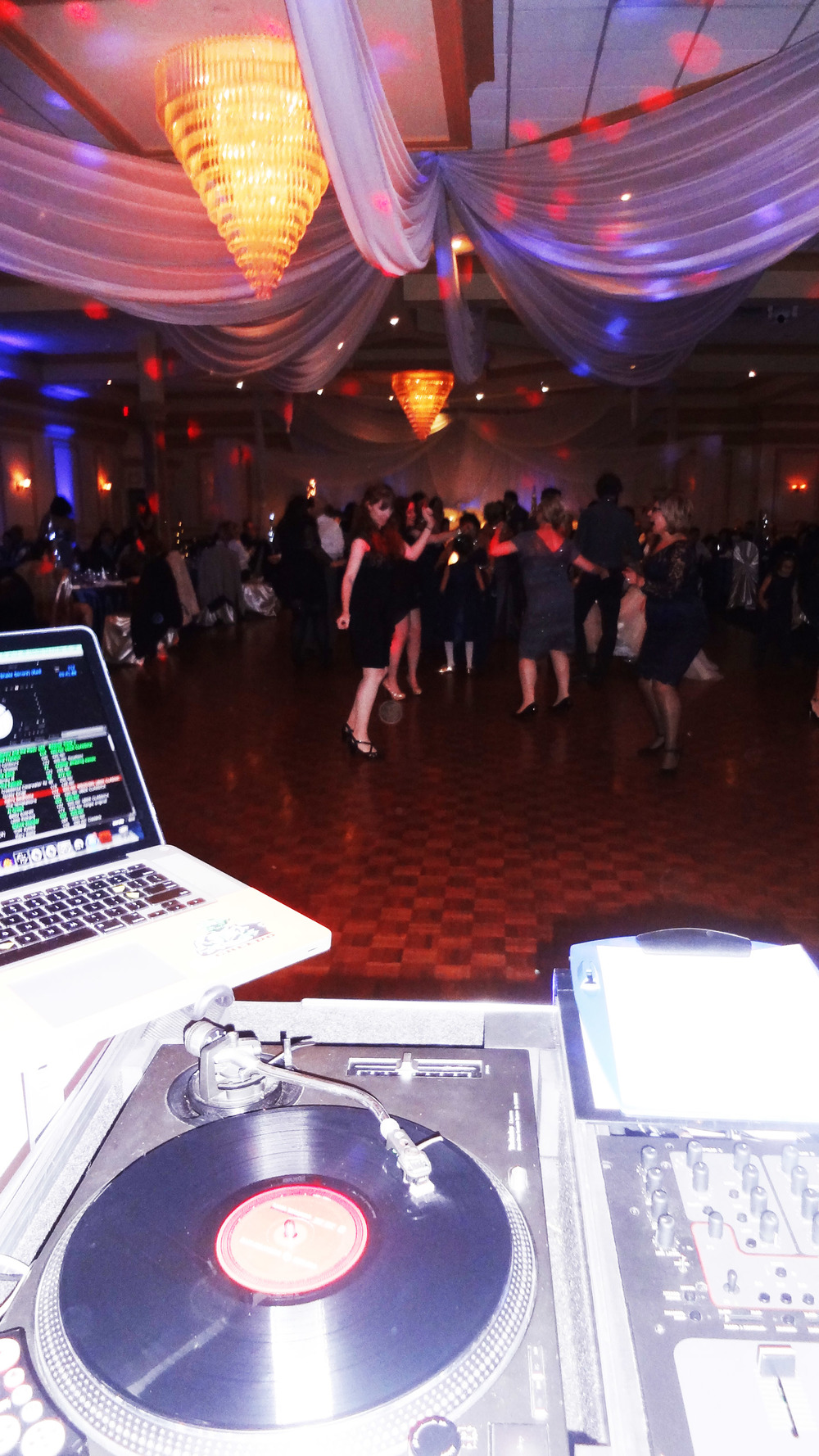 Turntables Dj Set Up Dance Floor Del Vinyl Premier Place.jpg