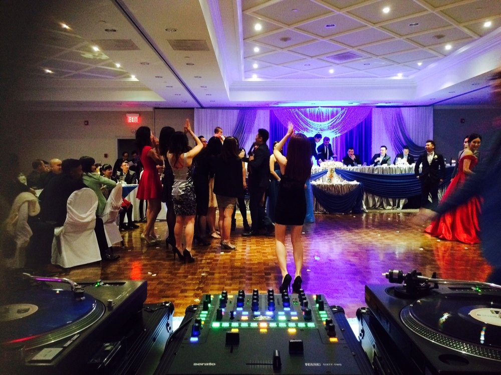 turntable dj set up chinese wedding sheraton richmond hill flower toss bouquet.jpg