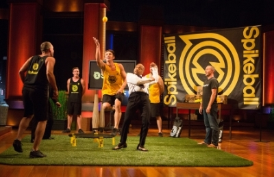 Daymond John plays a quick game on Spikeball during the Shark Tank episode.