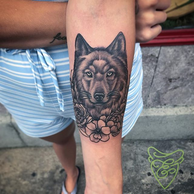 Got to make this cute little wolf for @kelseyoglesby 's birthday last week! Thank you @urbanmissionary912 and @erikaburkhalter for raising such a rad young lady and mother!#wolftattoo #savannahtattoo #kellyborderstattoo #gatattooers #ladytattooers #thebutchertattoo #griffinsalve #girlswithtattoos #wolfpack