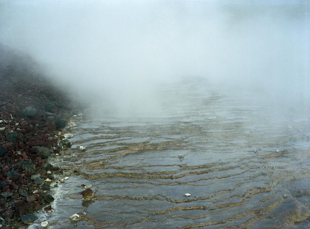 """""""Guds färg är som vattnets färg  och vattnet har ingen färg""""  James McBrides mor"""