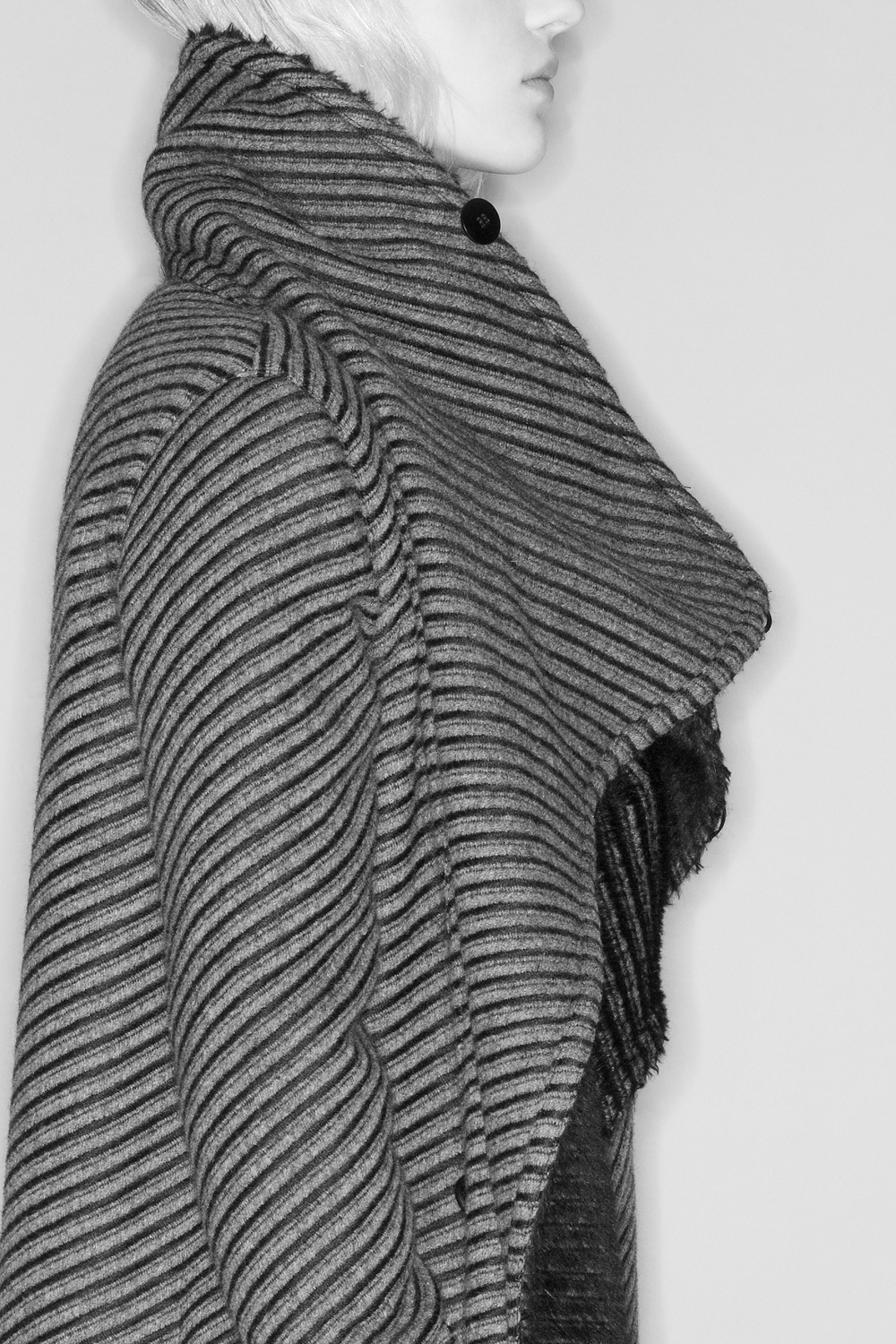 SSS-Web_CLOSE_UP_COAT_BW_F_08.jpg
